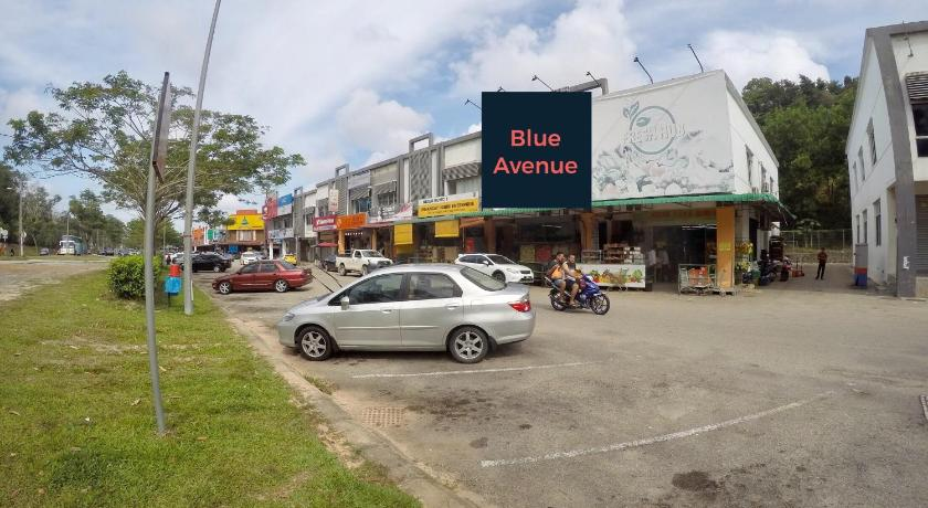 Blue Avenue Backpackers